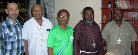 Repoker de obispos! De derecha a izquierda: Dom Tomé (arzobispo de Nampula), Dom Chimoio (arzobiso de Maputo), Dom Inácio (obispo de Tete), Dom Germano (obispo de Nacala) y Don José (joker de Villarrubia)